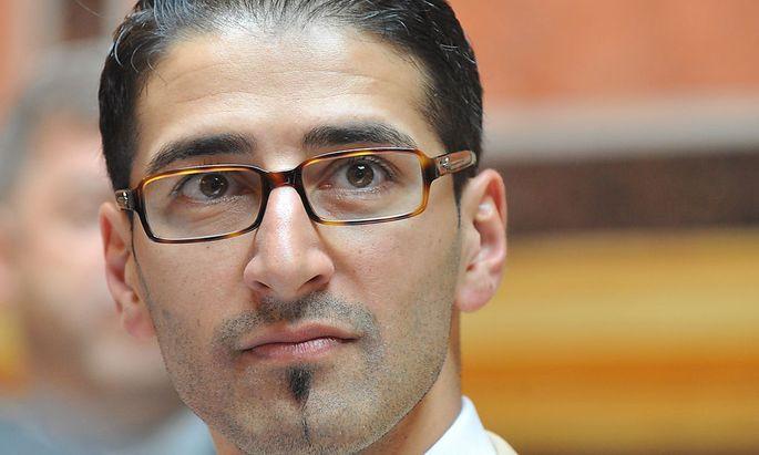 Grüner Dönmez fordert Verbotsgesetz für Jihadisten
