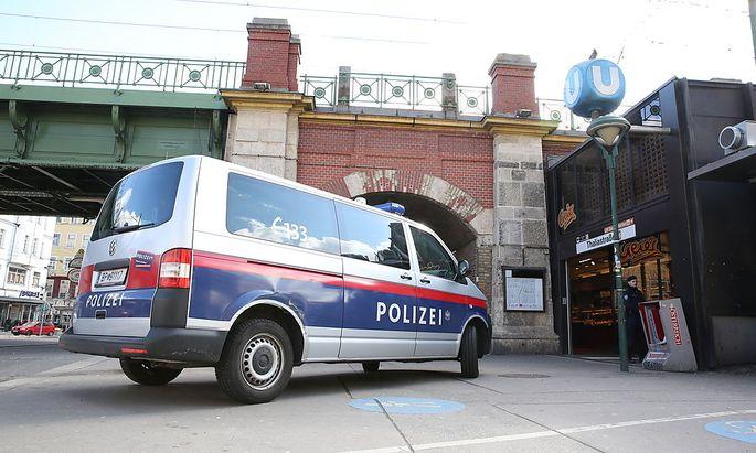 Archivbild: Polizeipräsenz bei der U6-Station-Thaliastraße