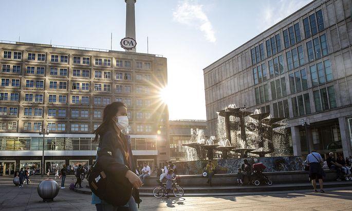 Coronavirus in Deutschland: Massiver Anstieg der Neuinfektionen