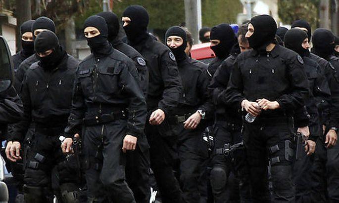 Elitepolizisten am Einsatzort.