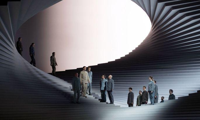 """Treppen ins Nichts, wie auf Eschers Bildern: Ein Architektenduo gestaltete die Bühne für Beethovens zweiten """"Fidelio""""-Anlauf im Theater an der Wien. Treppen ins Nichts, wie auf Eschers Bildern: Ein Architektenduo gestaltete die Bühne für Beethovens zweiten """"Fidelio""""-Anlauf im Theater an der Wien."""