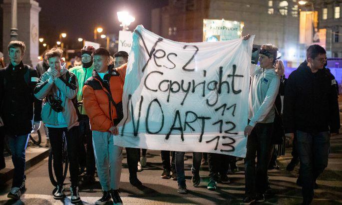 Demonstranten, die vor Zensur warnen und die Freiheit des Internets bedroht sehen, bewegen sich nicht auf dem Boden des Rechts.