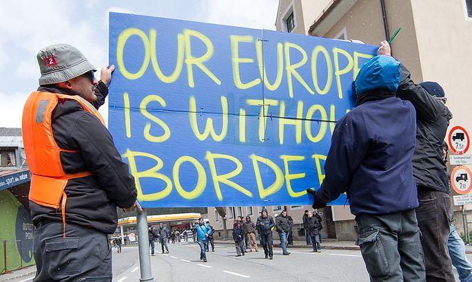 Demonstranten gegen die Grenzschließung am Brenner.