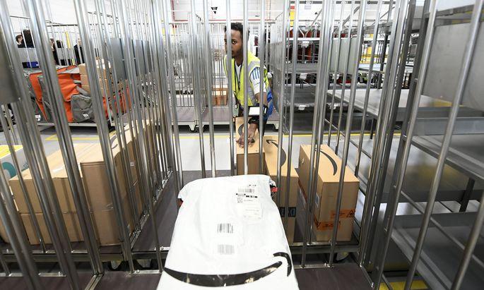 Im Verteilzentrum in Großebersdorf werden auf 9800 Quadratmeter Pakete zur Auslieferung vorbereitet.