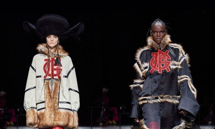 Zwei Looks aus der Kollektion von Sacai für Jean Paul Gaultier.