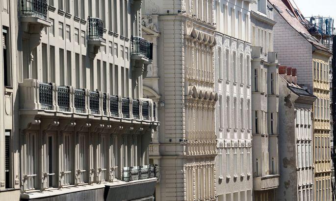 Erbe mit Verantwortung: Altbauten, hier in Wien, brauchen oft nicht viel – aber das wenige muss zur Substanz passen.