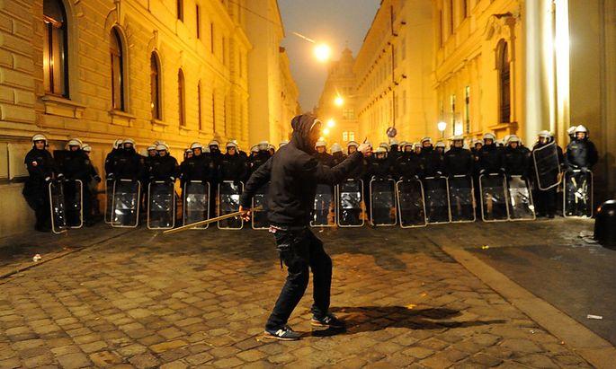 Archivbild: Demosntration gegen den Akademikerball im Jänner