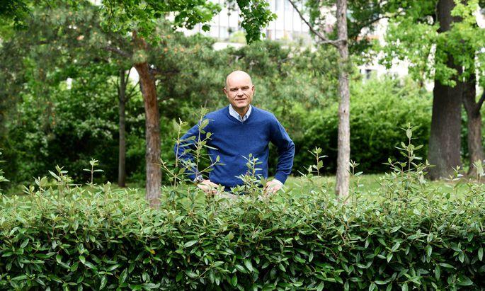 Spitzenkoch Rudi Obauer, hier nicht im Wald, sondern im Wiener Stadtpark.