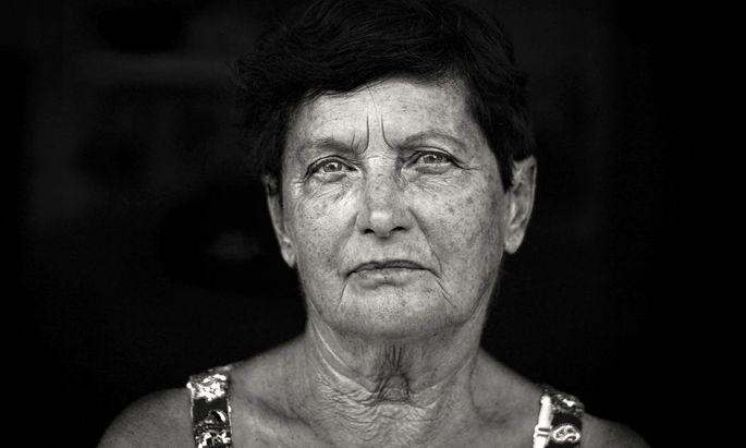 Können Sie ohne Hilfe der Arme von einem Sessel aufstehen, und wie gut ist Ihr Erinnerungsvermögen? Je älter die Befragten sind, umso weiter liegen die Antworten auf diese Fragen von der Realität entfernt.