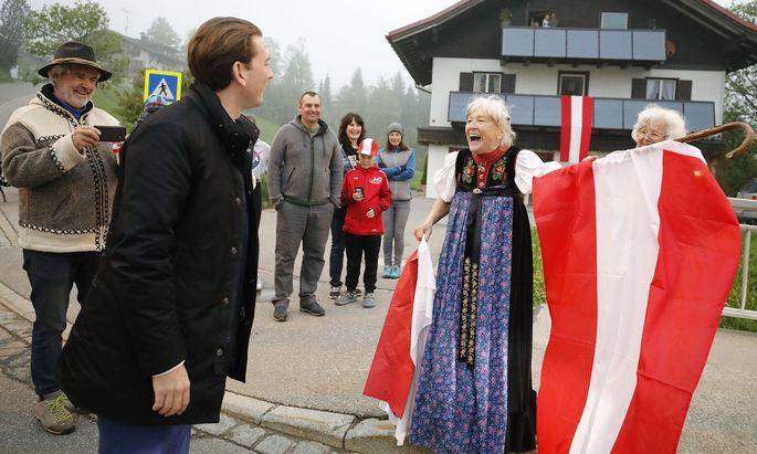 Der Besuch des Bundeskanzlers im Vorarlberger Kleinwalsertal sorgte für regen Besucherandrang.
