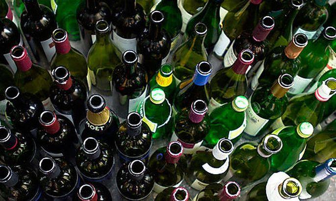 Flaschen, Glas, Alkohol, Feiern, Alkoholismus Foto: Clemens Fabry