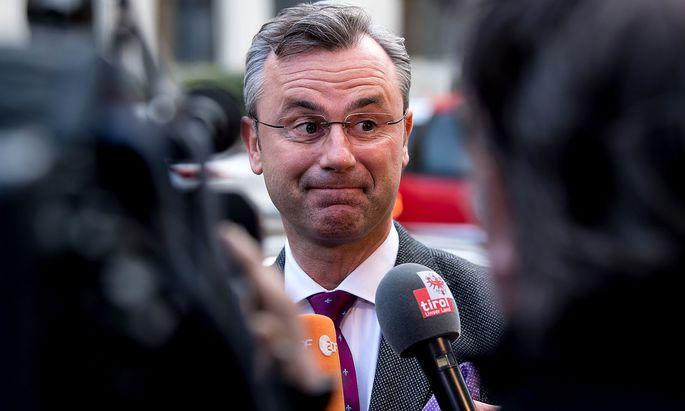Norbert Hofer war am Brenner-Gipfel in München. In der Berichterstattung der ZIB 1 dazu war er nicht. Das stößt der FPÖ auf.