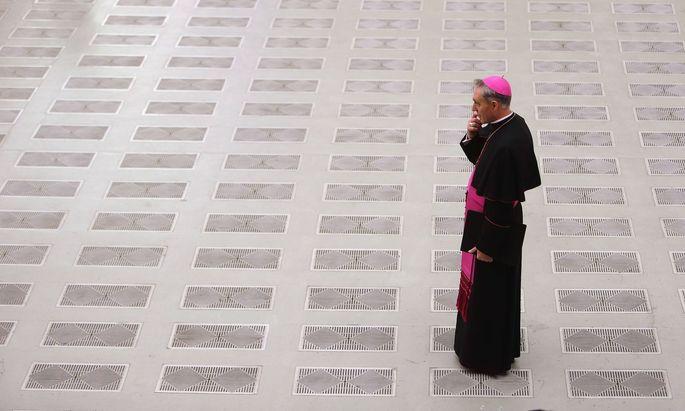 Dürfte mit seinem Wirken hinter den Kulissen des Vatikans in den Augen von Papst Franziskus zu weit gegangen sein: Erzbischof Gänswein.