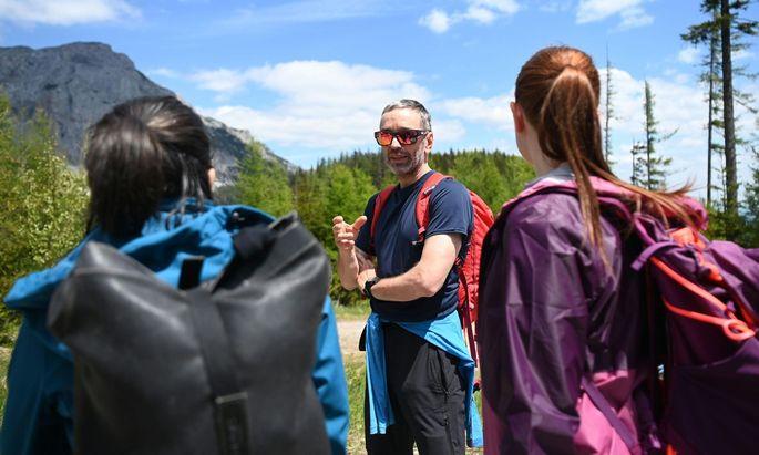 Die Woche beim Wandern im niederösterreichischen Rax-Gebiet: FPÖ-Klubchef Herbert Kickl wurde dort auch von Norbert Hofers Rücktritt überrascht.