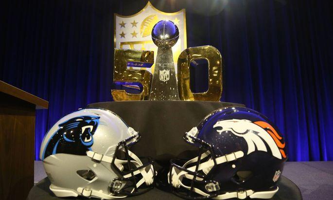 Endspiel zwischen den Denver Broncos und Carolina Panthers um die Vince Lombardi Trophy im Super Bow