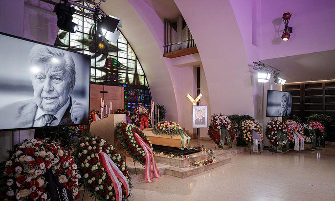 Die Trauerfeier für Hugo Portisch fand am Donnerstag, den 29. April im kleinen Rahmen mit 50 Gästen statt.