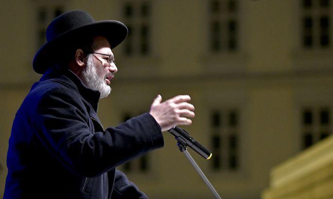 "Oberrabbiner Arie Folger am 8. November 2018 im Rahmen des Gedenkmarsches ""Light of Hope""."