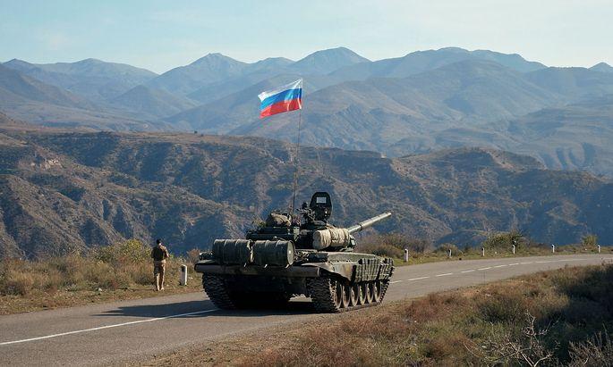 Russische Panzer sollen den Frieden in Berg-Karabach sichern.