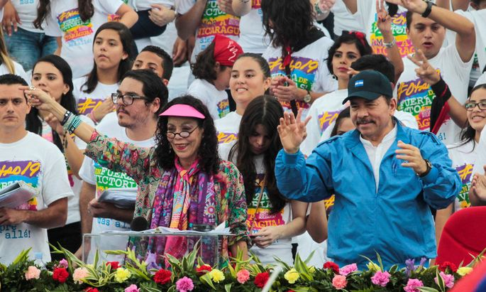 Nicaragua´s President Daniel Ortega and first lady Rosario Murillo greet supporters in Managua