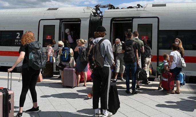 Wer Bahnreisen in Deutschland plant, muss weiterhin mit streikbedingten Problemen rechnen.