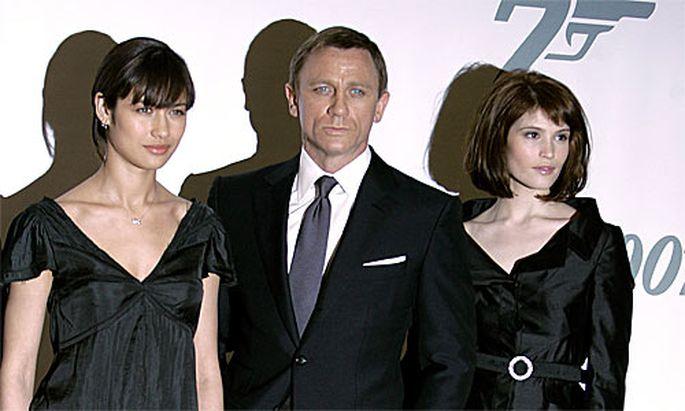 Daniel Craig mit Olga Kurylenko und Gemma Arterton