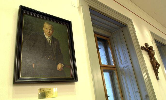 Das Porträt von Engelbert Dollfuß im ÖVP-Klub wurde in den 1960er-Jahren aufgehängt. Wann genau und warum, ist nicht mehr eruierbar.
