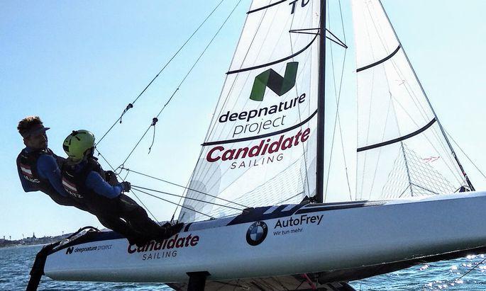 Nach einer Zwangspause im vergangenen Herbst nehmen Thomas Zajac und Barbara Matz im Nacra17-Katamaran wieder Fahrt auf.