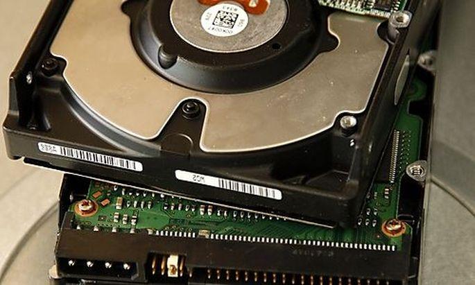 Zwei Festplattenlaufwerke eines Computers fotografiert am Dienstag, 26. Februar 2006. Es geht eigentl
