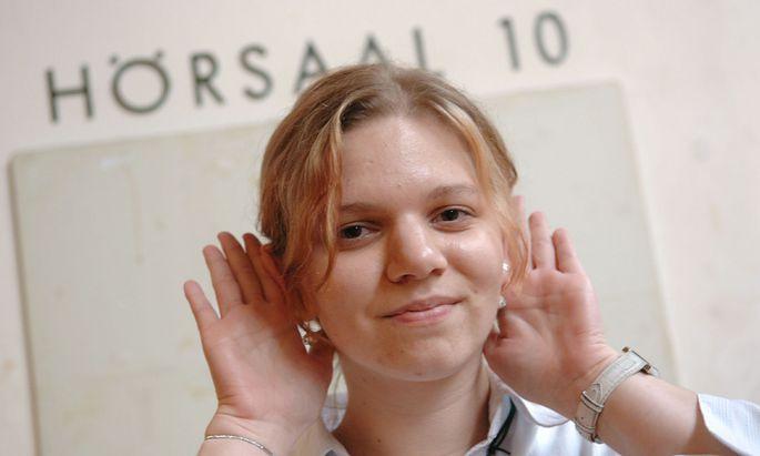 Gehörlose Studentin