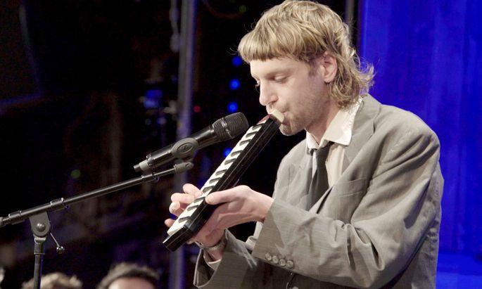 Voodoo Jürgens bei einem Auftritt in der ORF-Show ''Pratersterne''