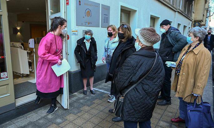 In ungarischen Impfzentren wird derzeit vor allem Impfstoff aus Russland und China verimpft.