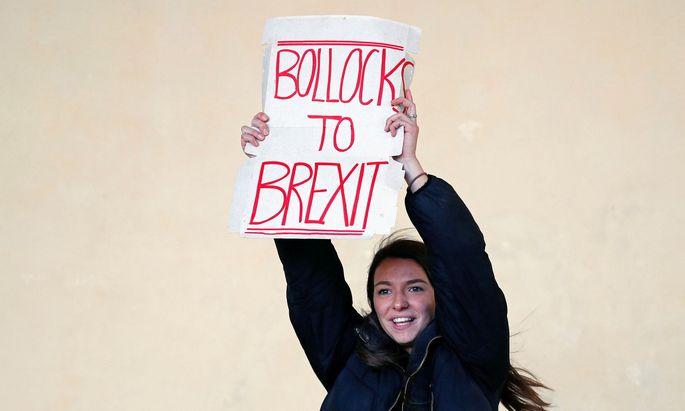 Brexit-Gegnerin vor dem Gebäude der EU-Kommission in Brüssel.