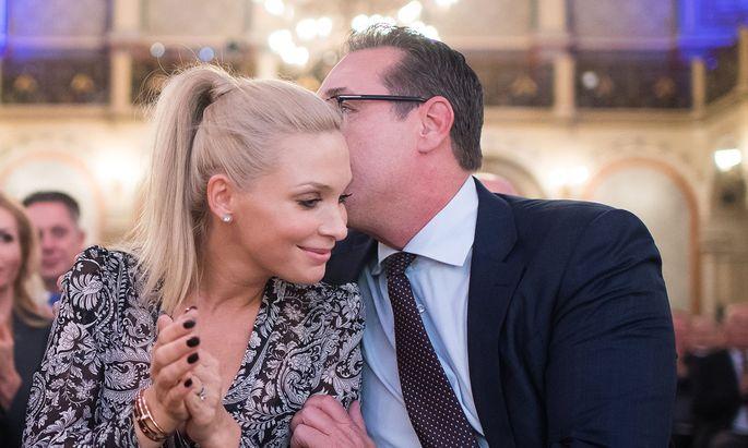 Die FPÖ will Heinz-Christian und Philippa Strache loswerden – am liebsten auf die sanfte Art.
