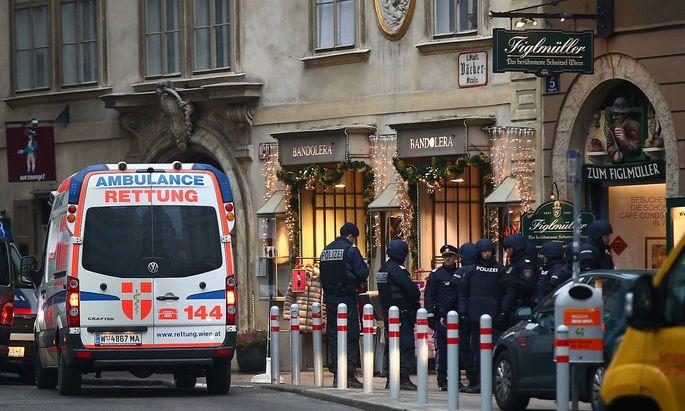 Einsatzkräfte am Tatort in Wien.
