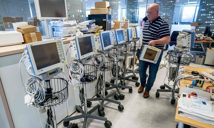 Gefragt seien etwa Beatmungsgeräte, Patientenmonitore und Verbrauchsmaterial für die Behandlung von Covid-19-Patienten (Archivbild).