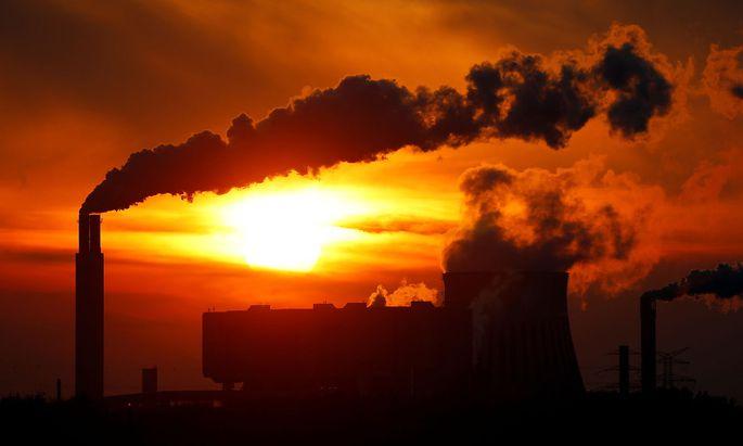 Die Weltwirtschaft wächst wieder - und braucht dafür Unmengen an Kohle, Öl und Gas.