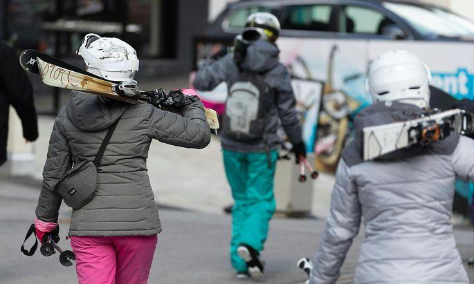 CORONAVIRUS - TIROL BEENDET WINTERSAISON FRUeHZEITIG