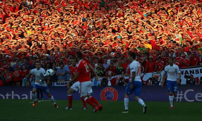 """Die Fußball-EM wird auch heuer ein Fan-Festival. Wegen der Pandemie wird nicht jedes Spiel ausverkauft sein, aber es soll kein """"Geisterspiel"""" geben."""