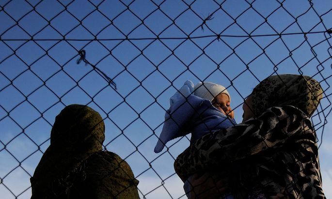 Mit den geschlossenen Grenzen sind Flüchtlinge wieder mehr auf Schlepper angewiesen.