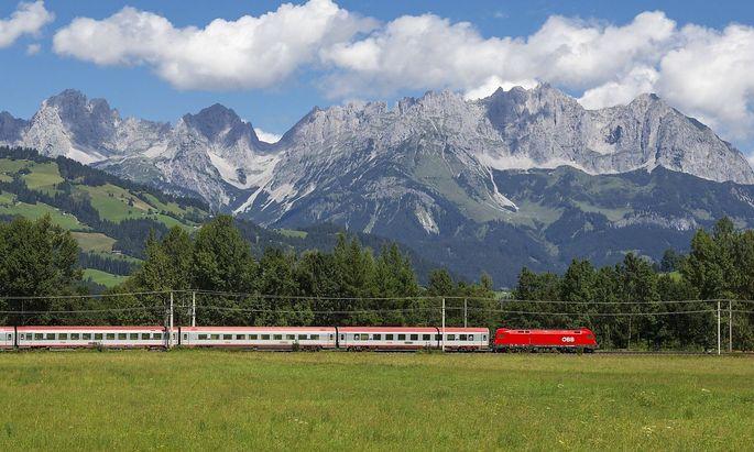 Zug bei Gundhabing Kitzb�hel Tirol �sterreich Train near Kitzb�hel Tyrol Austria BLWX047424 Co