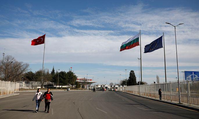 Dass es im Gegensatz zur griechisch-türkischen Grenze kaum Flüchtlinge auf bulgarischer Seite gibt, hat mehrere Gründe.