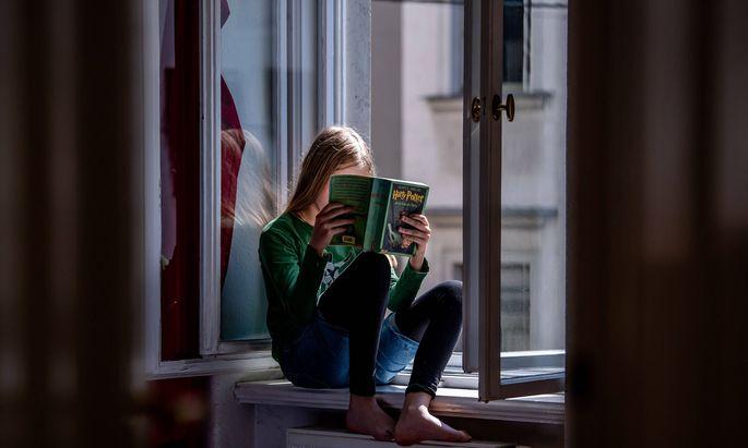 """Durch die Umbenennung des Unterrichtsfachs würden Literatur, Lesen und Bücher """"systematisch ausgeklammert"""", kritisiert die IG Autorinnen Autoren."""