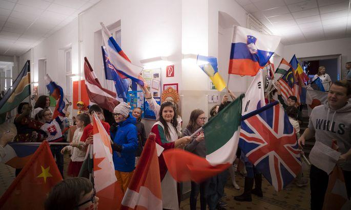 An internationalen Schulen lernen Kinder verschiedenster Nationalitäten gemeinsam.