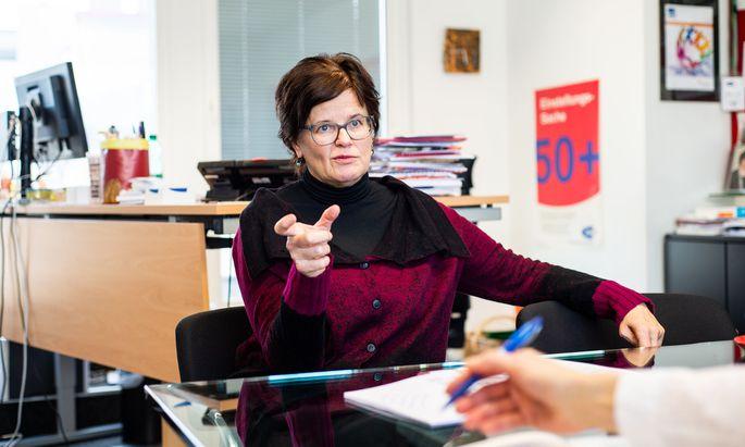 Man prüfe jetzt genauer, wer imstande ist, eine teure Ausbildung auch abzuschließen, sagt Wiens AMS-Chefin Petra Draxl.