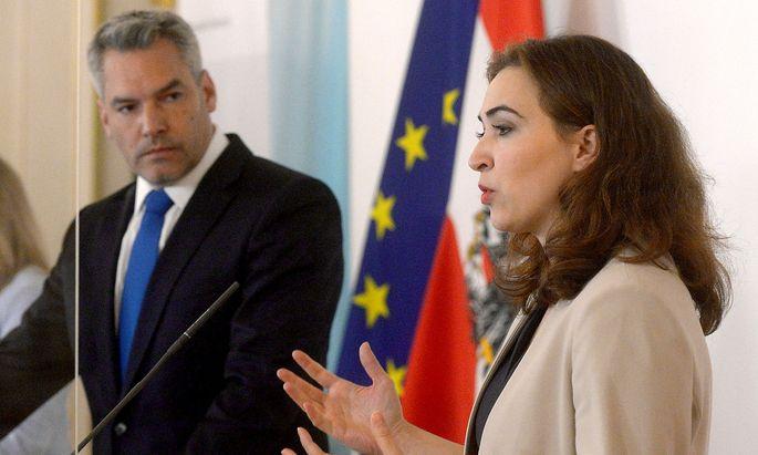 Nehammer und Zadic bei der Präsentation des Anti-Terror-Pakets am Freitag.