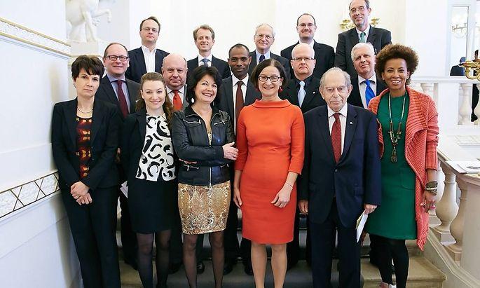 Die Ministerin (Mitte) und ihr Migrationsrat.