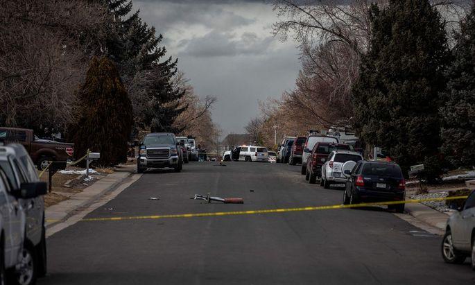 """Es sei """"erstaunlich"""", dass in dem Ort nach ersten Erkenntnissen niemand durch Trümmerteile verletzt worden sei, heißt es seitens der Polizeisprecherin."""