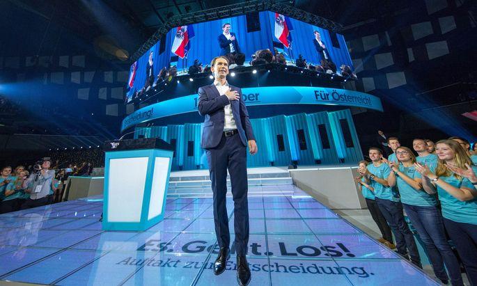 September 2017 in der Wiener Stadthalle: Der neue ÖVP-Chef Sebastian Kurz begeht mit rund 10.000 Anhängern offiziell den Wahlkampfauftakt.