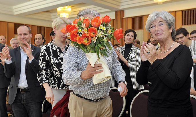 Die Hauptpersonen des NEOS-Fusionskonvents (v.li.): NEOS-Obmann Matthias Strolz, bis dato LIF-Chefin Angelika Mlinar, Unterstützer und