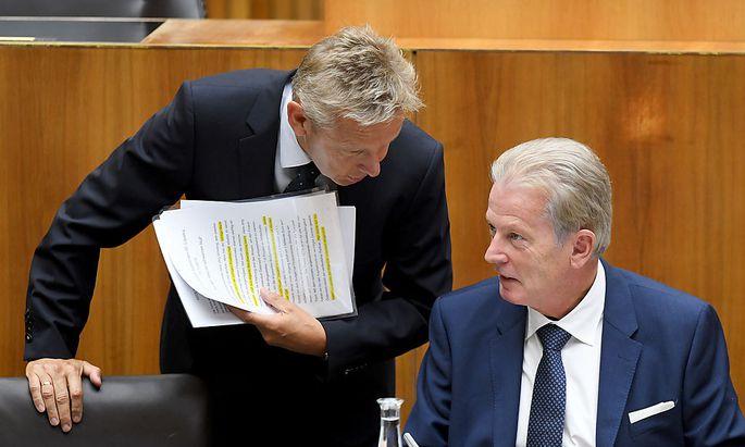 Mitterlehner (rechts) und Lopatka im Oktober im Parlament